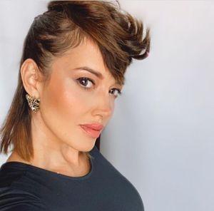 """Yamila Reyna causa revuelo en partido de la U. Española, pero asegura que hizo cuarentena tras grabar """"Masterchef Celebrity"""""""