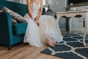 Furiosa, mujer denunció que le enviaron vestido de novia equivocado y resultó que estaba al revés