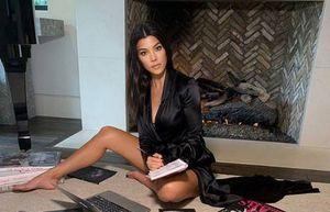 Kourtney Kardashian nos enseña cómo llevar una chamarra de cuero con mucho estilo