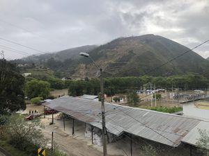 Impactantes imágenes del desbordamiento del río Cuenca en el sector El Descanso