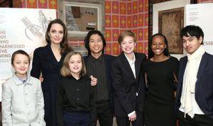 Angelina Jolie y su hija Vivienne reaparecen con looks casuales y mascarillas