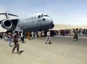 El testimonio del padre de un dentista que murió a caer del avión para huir de Kabul
