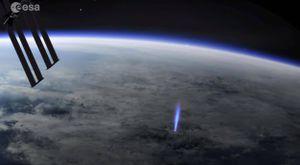 Muy extraño: la Estación Espacial Internacional detectó chorros azules de las nubes hacia el espacio, ¿qué son?