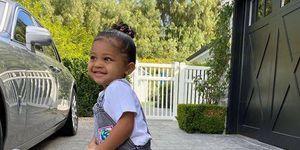 Stormi, la hija de Kylie Jenner, recibió bolsas Prada miniatura de regalo y son increíbles