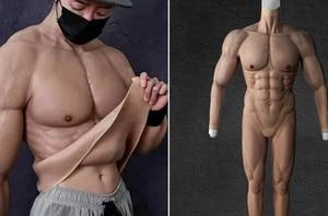 Llegó el traje que hará ver musculosos a los hombres