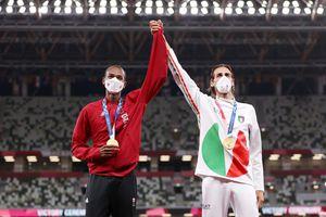 Atletas comparten medalla de oro en Tokio 2020
