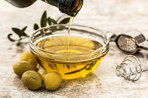 Beneficios de consumir aceite de oliva en el embarazo que también mejoran la salud del bebé