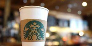 Starbucks abandona publicidad en Facebook por permitir discurso de odio