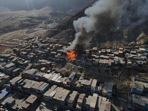 Incendio consume decenas de viviendas en campamento en Antofagasta