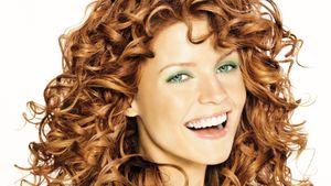 Aprende a dar volumen y brillo a tu cabello ondulado con estos consejos