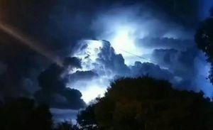 Intenso clarão no céu! Moradores registram fenômeno em cidade no interior de Goiás