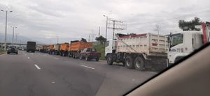 Transporte pesado paraliza sus actividades debido a falta de recursos
