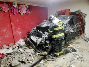 Auto chocó contra una iglesia evangélica en el norte de Quito