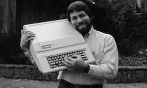 Se enojó Steve Wozniak: Quiere un teléfono plegable y detesta que Apple no tenga un iPhone así