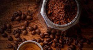 Elimina las impurezas con este exfoliante casero corporal de café y aceite de oliva
