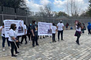 Parada Militar: familiares de Valeria Vivanco se manifestaron fuera del Parque O'Higgins