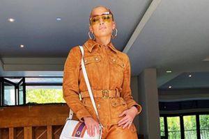 Jennifer Lopez lleva un vestido Dior floreado perfecto para estilizar la figura en el verano