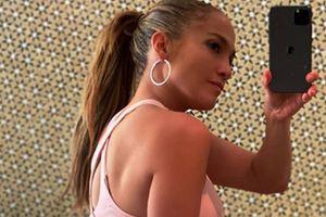 Jennifer Lopez presume su celulitis a sus 51 años y nos enseña a amarnos