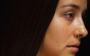 Denise Rosenthal sorprende con video clip al natural, sin maquillaje ni filtros