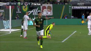 Felipe Mora anota un golazo y sigue en racha en Estados Unidos