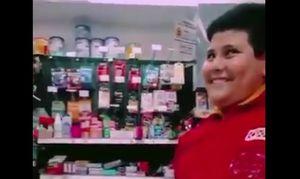 VIRAL: La cara del joven vendedor cuando le pidieron condones inundó las redes