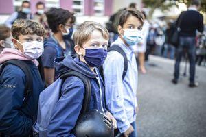 Liberan del cubrebocas a niños de primaria en Francia