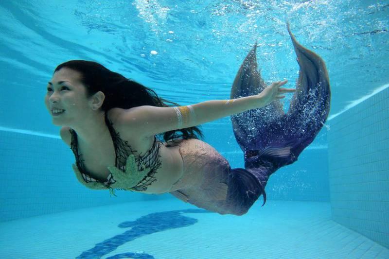 Conoce a Syrena, la primera sirena profesional de Singapur