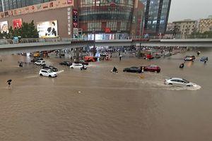 Impactantes videos que dejan las inundaciones en China