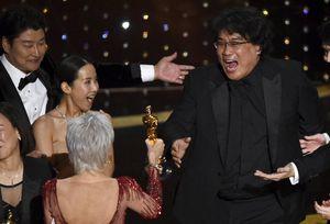 "Bong Joon Ho hizo historia en los Oscar con ""Parasite"": ""Estoy listo para beber hasta mañana"""