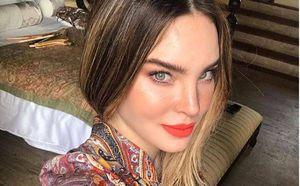 Belinda llevó una lujosa bolsa Louis Vuitton y un vestido de tul para celebrar su más reciente éxito