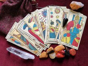 Segundas oportunidades y energía sexual deparan a los signos, según las cartas del Tarot Gitano