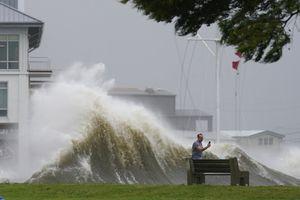 Huracán Ida se degrada a tormenta tropical, pero deja afectaciones en Luisiana