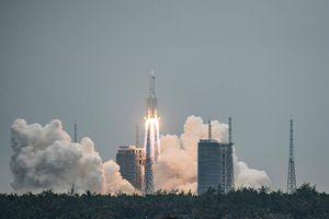 """Es """"altamente improbable"""" que los restos del cohete chino causen daños, según Ministerio de Exteriores de ese país"""