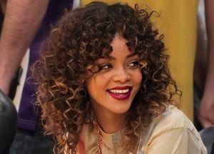 7 celebridades que se enorgullecen de lucir su cabello rizado natural