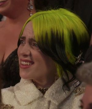 La polémica reacción de Billie Eilish en los Oscar 2020 que dejó varios memes