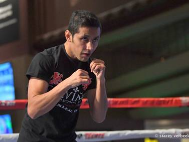 ¿Quién es Moisés Fuentes, el boxeador que se debate entre la vida y la muerte?