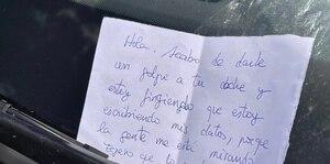 Chocó un auto y dejó hilarante mensaje a conductor: es todo un viral