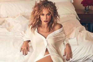 Jennifer Lopez deja ver sus celulitis sin miedo en la playa con un bikini neón