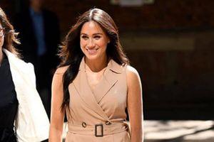 Meghan Markle combina un mini vestido con chaqueta de cuero y tiene el look más arriesgado de la temporada