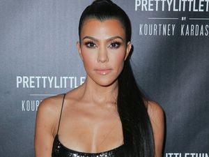 Kourtney Kardashian luce unas increíbles uñas francesas de moda este otoño, además de ¿Un embarazo?