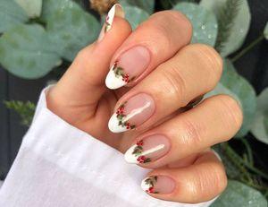 Diseños de uñas minimalistas inspirados en la Navidad que debes llevar este diciembre