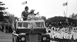 Fotos: Así era el príncipe Felipe de joven en la vida real, no en The Crown