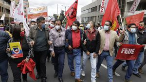 Las vías cerradas y rutas alternas ante movilización sindical en el Centro de Quito