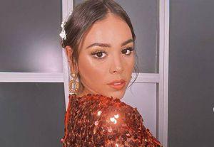 El vestido camisero con el que Danna Paola logró el look más sencillo y sexy de la cuarentena