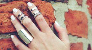 Diseños de uñas blancas para unas manos hermosas y delicadas