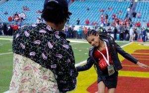 Blue Ivy, hija de Beyoncé, impactó en el Super Bowl con unas botas valoradas en más de 500 dólares