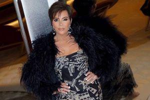 Kris Jenner demuestra que a sus 64 años está en su mejor momento luciendo un mini vestido