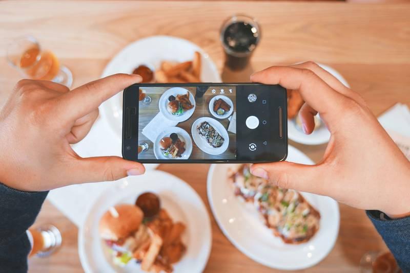 El 70% de los millenials comparte imágenes de lo que comen en Instagram y otras redes sociales.