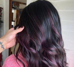 Blackberry hair: regresa la tendencia en tintes color berenjena