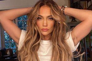 Jennifer Lopez muestra cómo llevar faldas midi con la mayor elegancia